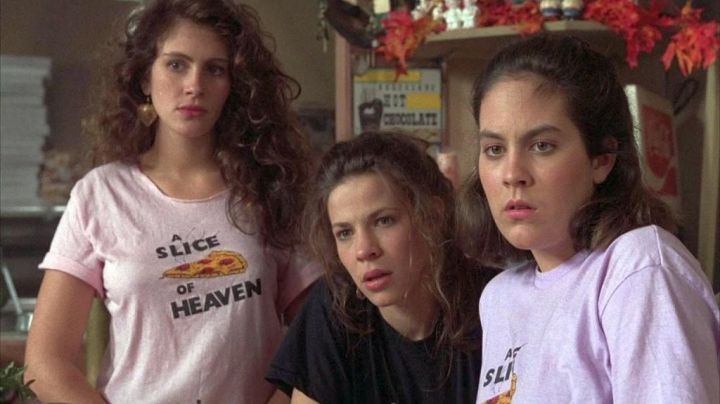 "The white t-shirt ""A Slice of Heaven"" worn by Daisy (Julia Roberts) in the movie Mystic Pizza"