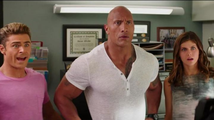 The white t-shirt / henley Mitch Buchannon (Dwayne Johnson) in Baywatch : baywatch - Movie Outfits and Products