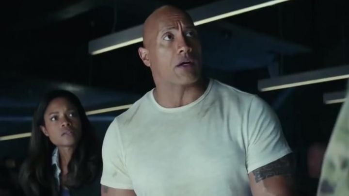 The white t-shirt of David Okoye (Dwayne Johnson) in Rampage - Movie Outfits and Products