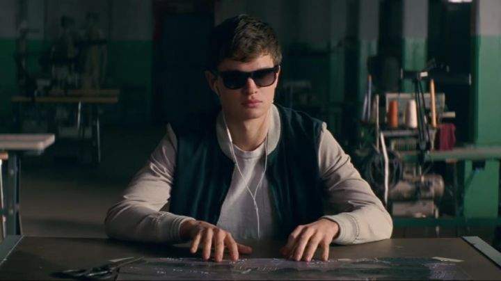 """Fashion Trends 2021: The white t-shirt of the Baby (Ansel Elgort) in """" Baby Driver"""