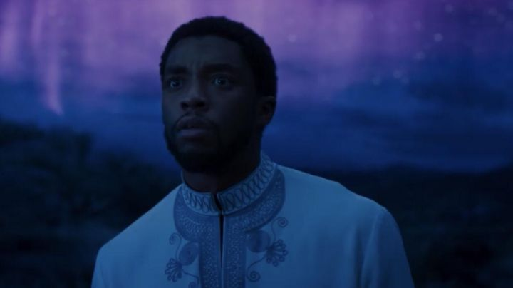 The white tunic of Thee Challa (Chadwick Boseman) in a Black Panther - Movie Outfits and Products