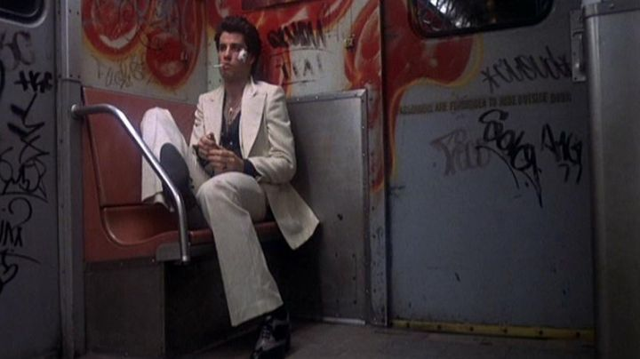 The white tuxedo of Tony Manero (John Travolta) in Saturday night Fever - Movie Outfits and Products