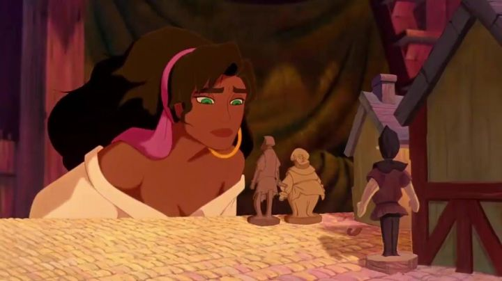 The wig brunette Esmeralda in The hunchback of Notre-Dame - Movie Outfits and Products