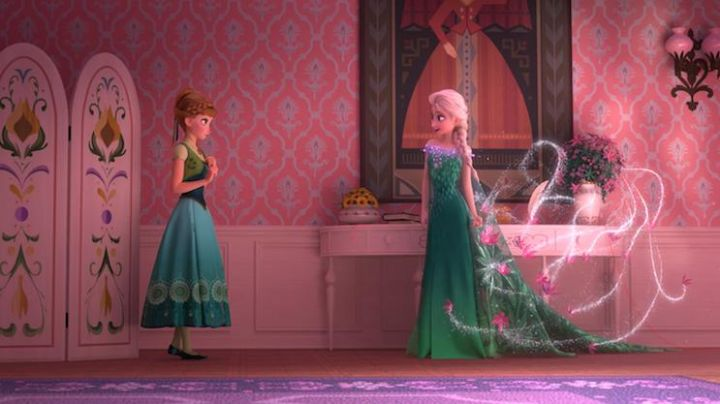 The wig has pink flowers and Elsa in The snow queen - Movie Outfits and Products