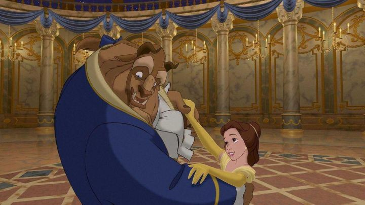 The wig of Belle in beauty and The Beast - Movie Outfits and Products