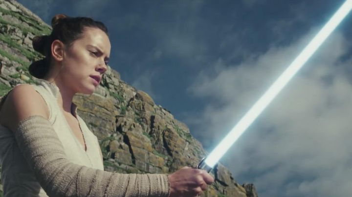 The wig of Rey (Daisy Ridley in Star Wars VIII : The last Jedi - Movie Outfits and Products