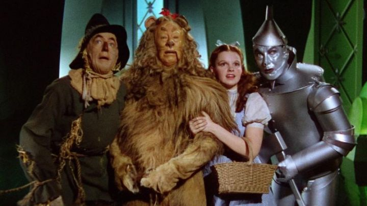 The wig of the King-Shy (Bert Lahr) in The Wizard of Oz (1939) - Movie Outfits and Products