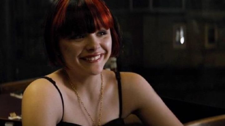 The wig strands red Teri (Chloe Grace Moretz) in Equalizer - Movie Outfits and Products