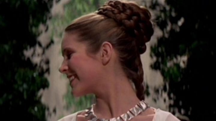 The wig updo braided Princess Leia (Carrie Fisher) in Star wars - Movie Outfits and Products