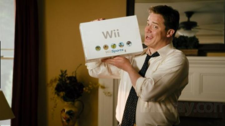 The wii sports Dan Sanders (Brendan Fraser) in The forest counter-attack - Movie Outfits and Products