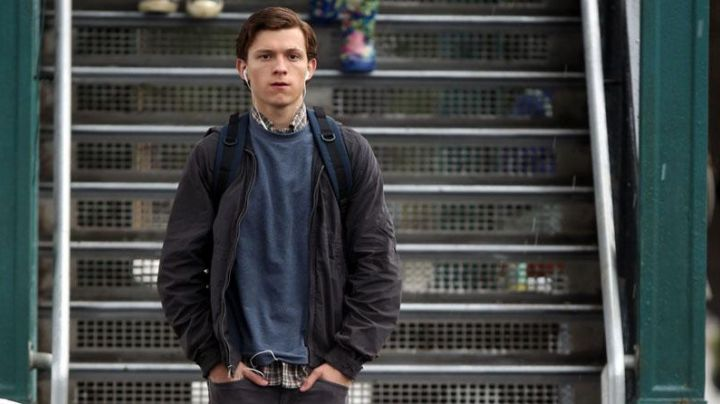 The wind-Peter Parker (Tom Holland) in Spider-Man : Homecoming - Movie Outfits and Products