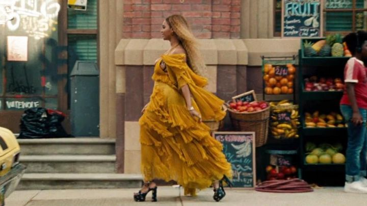 Fashion Trends 2021: The yellow dress from Beyoncé in the clip Hold Up (Lemonade)