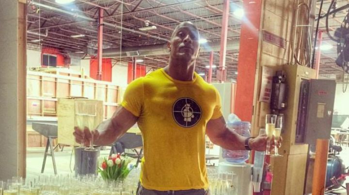 Fashion Trends 2021: The yellow t-shirt of The Rock / Dwayne Johnson in Agents almost secret