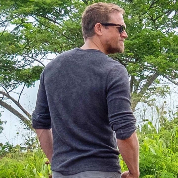 Thermal Henley worn by Charlie Hunnam on the set of Triple Frontier movie