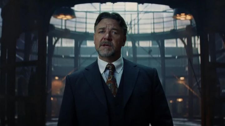 Tie colorful group of Dr. Henry Jekyll (Russell Crowe) in The Mummy - Movie Outfits and Products