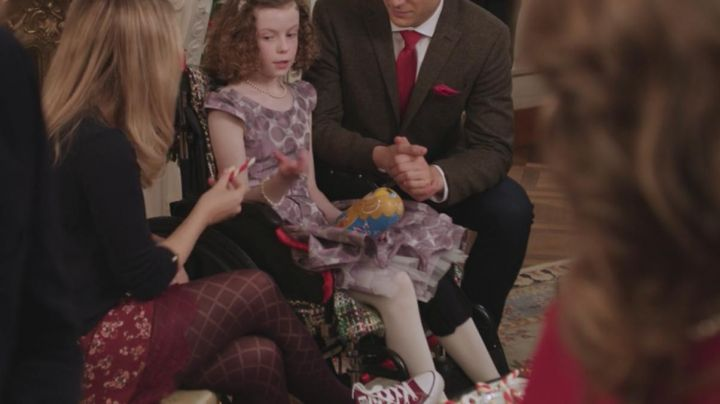 Tights fancy Amber (Rose McIver) in A Christmas Prince - Movie Outfits and Products