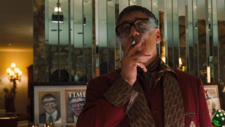 Time Magazine with cover of Reuben Tishkoff (Elliott Gould) in Ocean's Eleven Movie