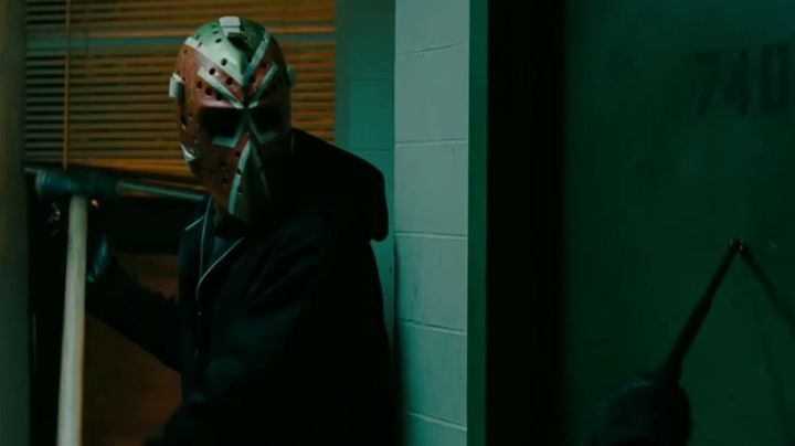 Tom Connauton original Goalie Masks of Doug MacRay (Ben Affleck) in The Town - Movie Outfits and Products