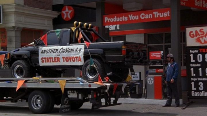 Toyota Hilux (SR5) driven by Marty Mc Fly (Michael J. Fox) in Back To The Future - Movie Outfits and Products