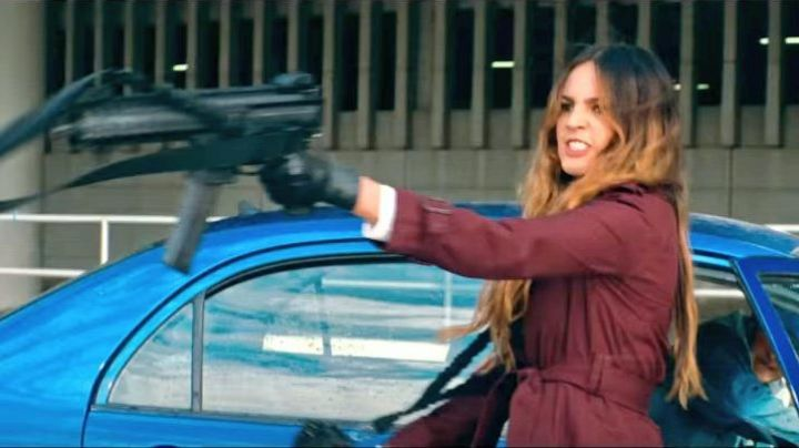 Trench coat worn by Monica / Darling (Eiza Gonzalez) as seen in Baby Driver