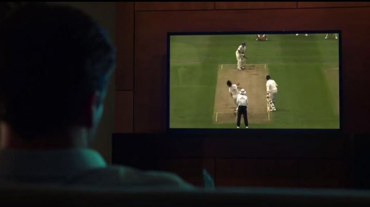 """Tv LED LG of J. B. Bernstein (Jon Hamm) in """" Million Dollar Arm - Movie Outfits and Products"""