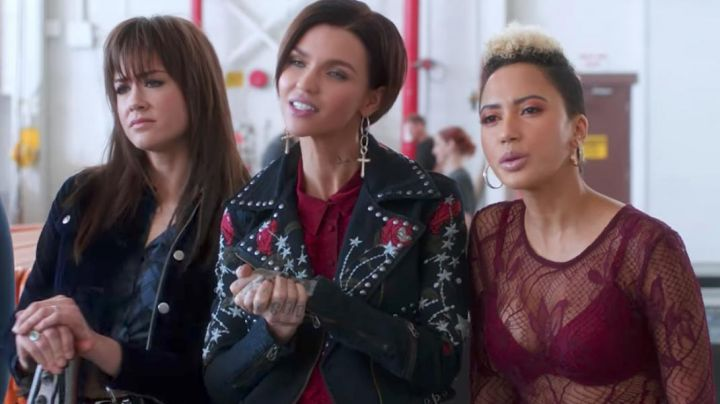 Veracity Velvet Jacket as seen in Pitch Perfect 3