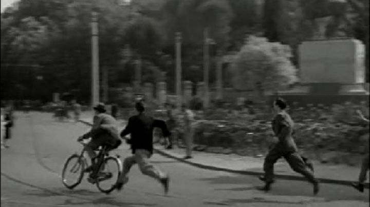 Via Flaminia and Piazzale Manila in Rome, The bicycle thieves - Movie Outfits and Products