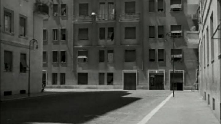 Via Flaminia and Via Sandro Botticelli in Rome in The bicycle thieves - Movie Outfits and Products
