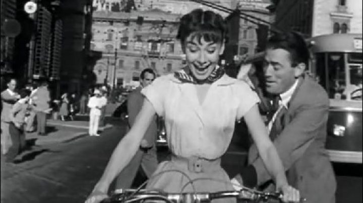 Via del Plebiscito and Via del Corso in Rome in Roman Holiday (Audrey Hepburn) - Movie Outfits and Products