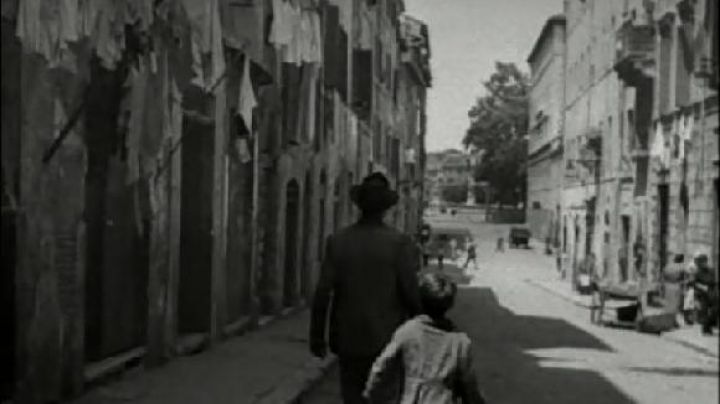 Via di Panico in Rome, The bicycle thieves - Movie Outfits and Products