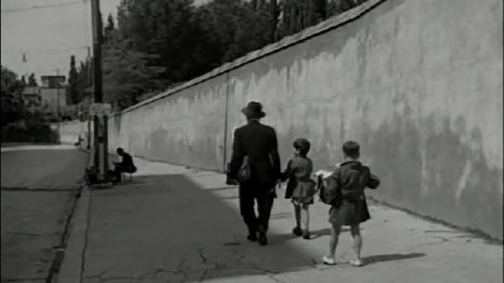 Via di Porta Pinciana, in Rome, The bicycle thieves - Movie Outfits and Products
