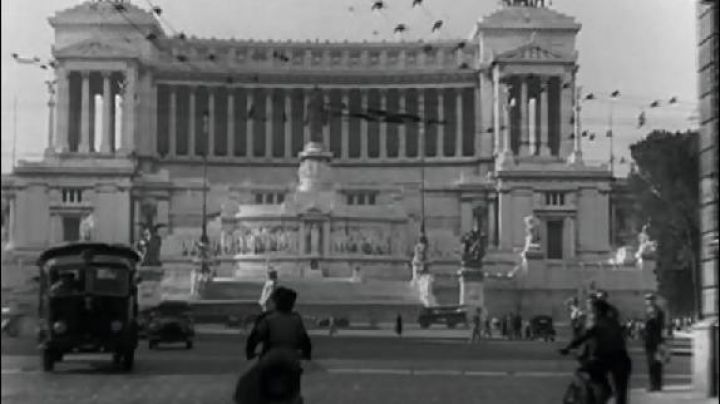 Vittorio Emanuele Monument in Rome in Roman Holiday - Movie Outfits and Products