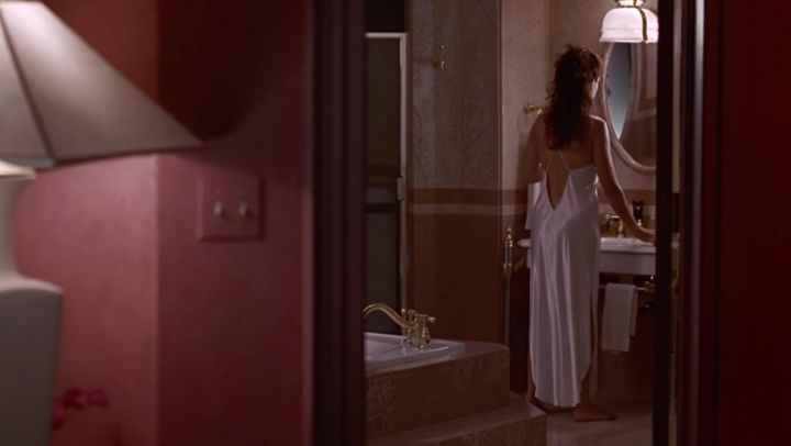 Vivian's (Julia Roberts) backless nightgown as seen in Pretty Woman - Movie Outfits and Products