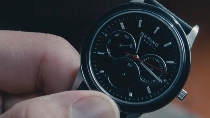 Watch Bering black Dylan Branson (Michiel Huisman) in 2:22 - Movie Outfits and Products