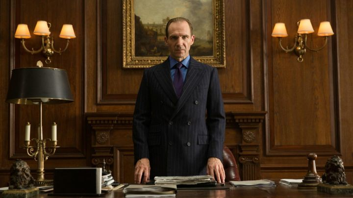 Fashion Trends 2021: Watch Longines Conquest Heritage, M (Ralph Fiennes) in Spectrum