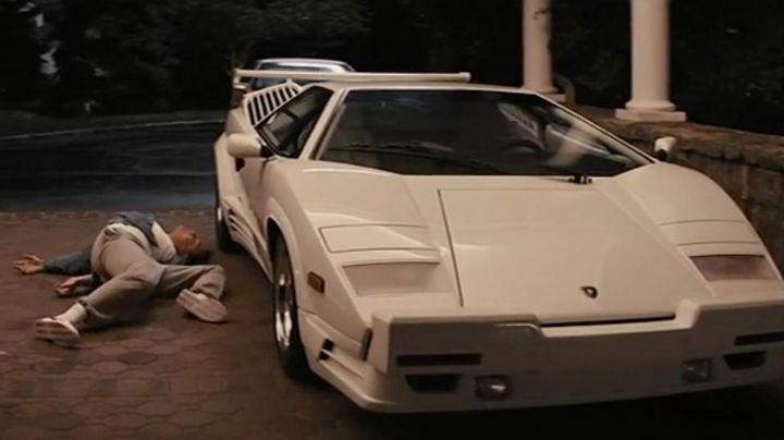 White Lamborghini Countach driven by Jordan Belfort (Leonardo DiCaprio) as seen in The Wolf Of Wall Street - Movie Outfits and Products