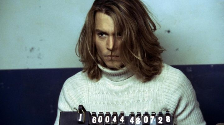 Fashion Trends 2021: White Wool Turtleneck Sweater worn by George Jung (Johnny Depp) in Blow