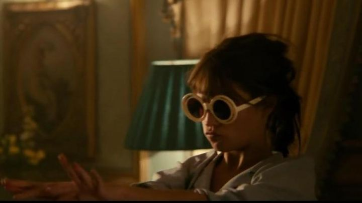 White sunglasses Gaby (Alice Vikander) in The Man from Uncle movie
