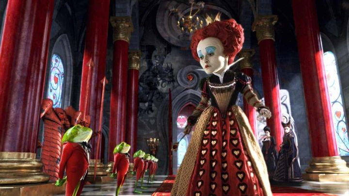 Fashion Trends 2021: Wig of the queen of hearts in the film Alice in wonderland