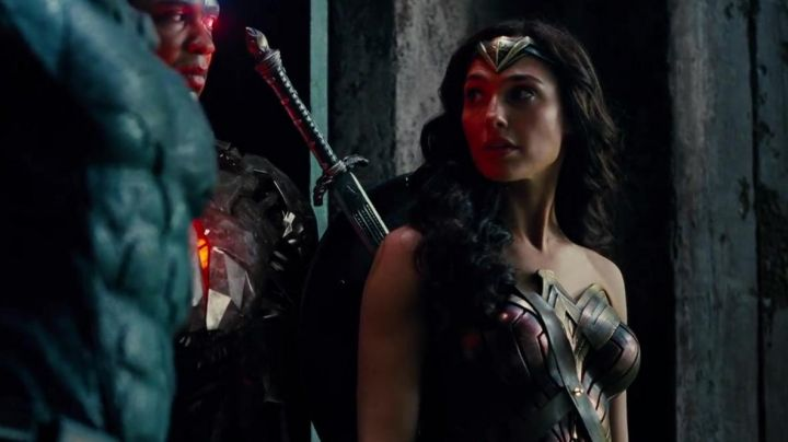 Fashion Trends 2021: Wonder Woman (Gal Gadot) Corset as seen in Justice League