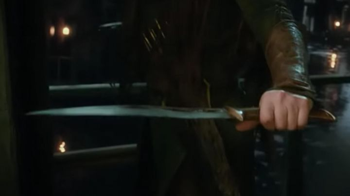 Wooden daggers of Tauriel (Evangeline Lilly) in The Hobbit: The Desolation of Smaug Movie