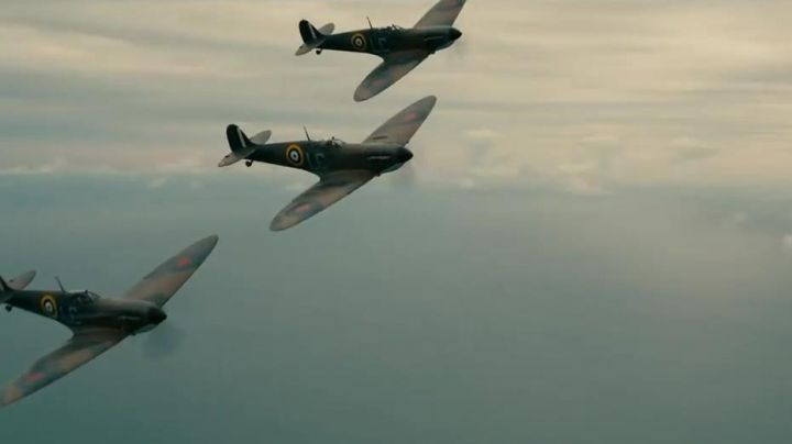a plane Spitfire MKXVIII in Dunkirk - Movie Outfits and Products