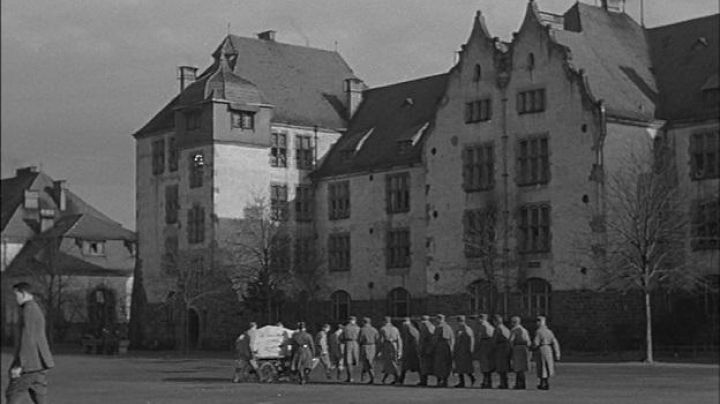 at the 152nd infantry Regiment at Colmar in The Great Illusion - Movie Outfits and Products