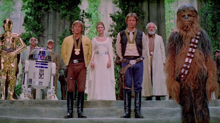 belt Princess Leia (Carrie fisher) in Star Wars - Movie Outfits and Products