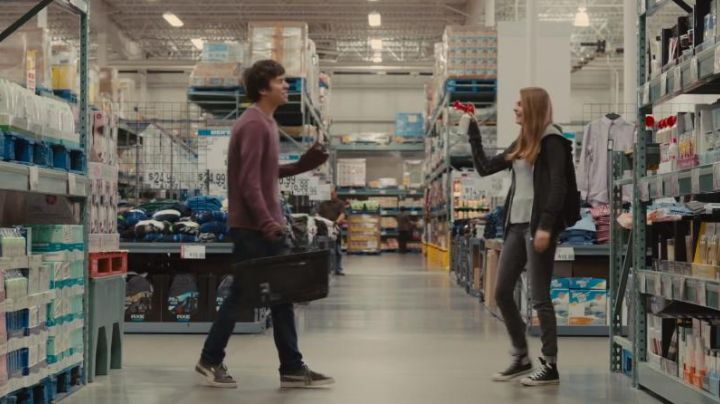 """shoes grey and white of Nat Wolff in """" Paper Towns - Movie Outfits and Products"""