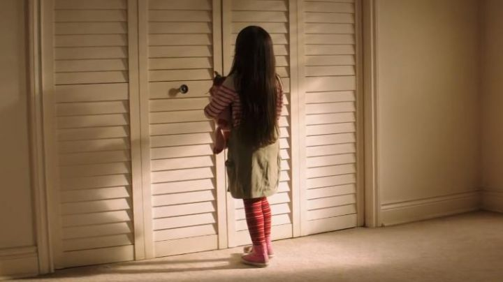 shoes high tops pink and white in the movie Poltergeist - Movie Outfits and Products