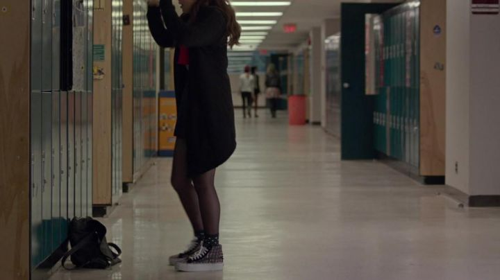 sneakers rising Hailee Steinfield in The edge of seventeen - Movie Outfits and Products