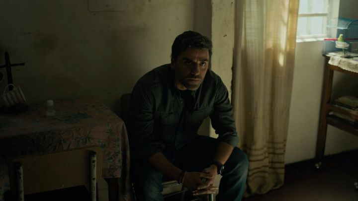 tactical shirt of Santiago 'Pope' Garcia (Oscar Isaac) in Triple Frontier Movie