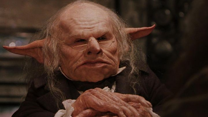 the Goblin of Gringotts (Warwick Davis) in Harry Potter and the sorcerer's stone Movie