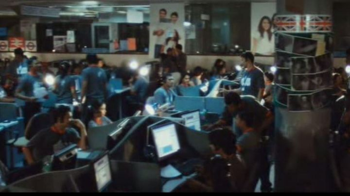 the PC screen of the call center or working at Jamal in Slumdog Millionaire - Movie Outfits and Products